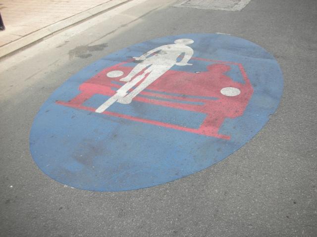 תמרור כביש אופניים על הכביש בגנט